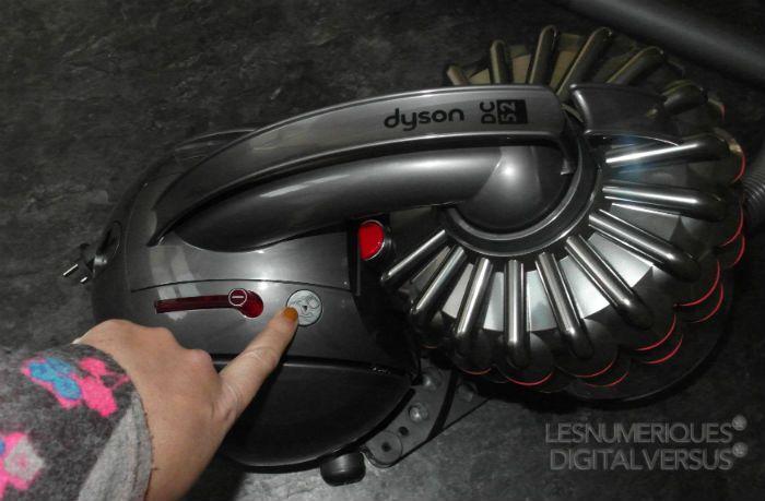 Dyson%20DC52%20ouverture%20collecteur