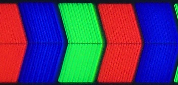 LG LA690S sous pixels