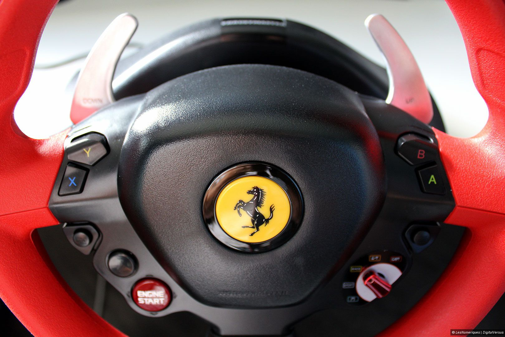 thrustmaster ferrari 458 spider racing wheel test prix et fiche technique volant les. Black Bedroom Furniture Sets. Home Design Ideas