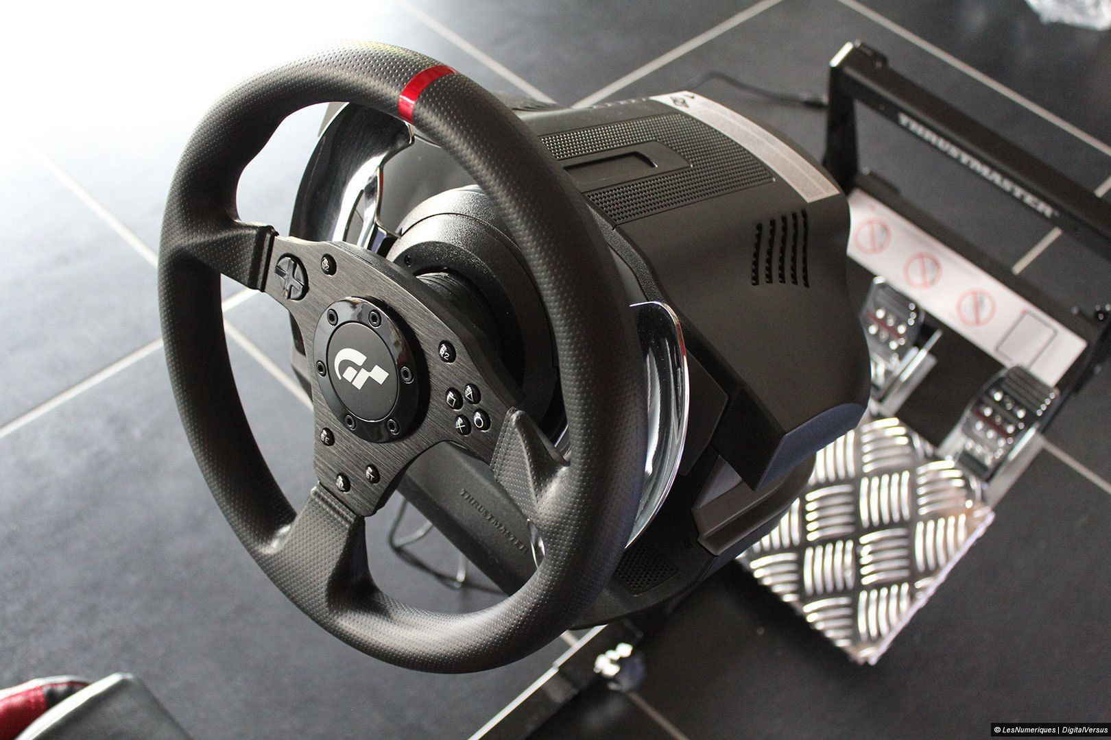 thrustmaster t500rs test complet volant les num riques. Black Bedroom Furniture Sets. Home Design Ideas
