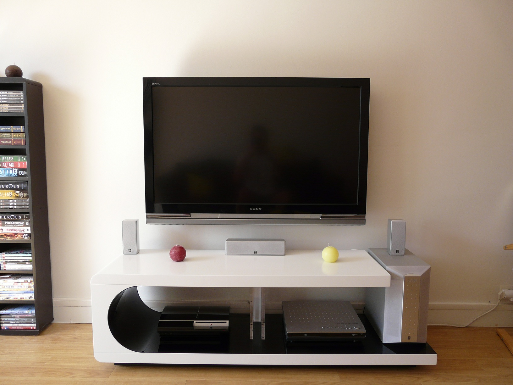 une installation murale de tv le guide pratique pas pas. Black Bedroom Furniture Sets. Home Design Ideas